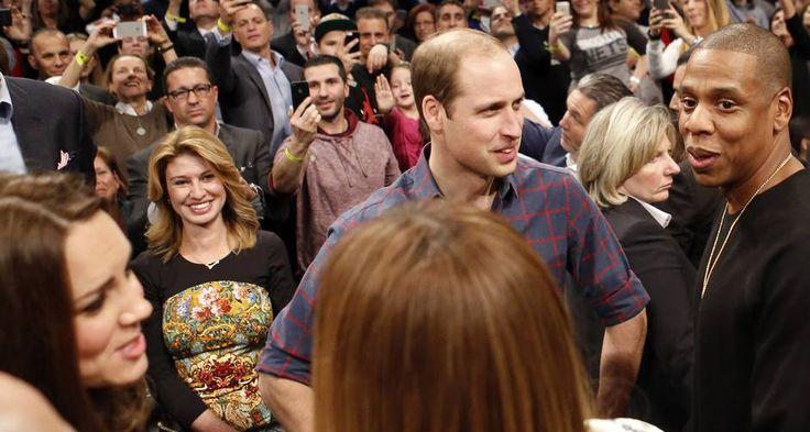A passagem de príncipe William e Kate Middleton por Nova York segue rendendo bons momentos. Na noite desta segunda-feira, o casal real conheceu Beyoncé e Jay-Z, o casal mais badalado do universo da música, durante um jogo de basquete Foto: Kathy Willens / AP