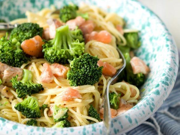 Spaghetti carbonara met zalm en broccoli - Libelle Lekker!