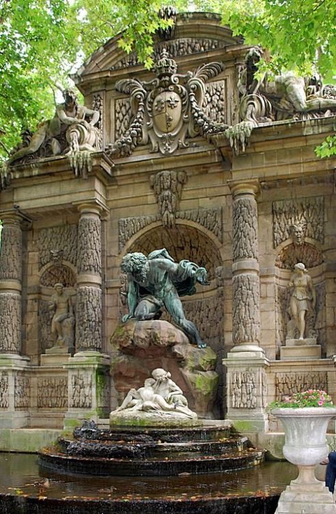 17 best images about variete de fontaines murales on pinterest gardens wall fountains and - Fontaine jardin du luxembourg ...