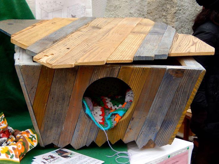 Cuccia casetta gatto Design 100% legno artigianale Edybau Silvestro - da interno FOR SALE • EUR 149,00 • See Photos! Money Back Guarantee. Cuccia SILVESTROLa cuccia SILVESTRO è stata creata per gatti che vivono principalmente all'aperto.E' di dimensioni più generose della Cuccia EyBau BIRBA perché possa fungere da riparo principale e il tetto 301816021243