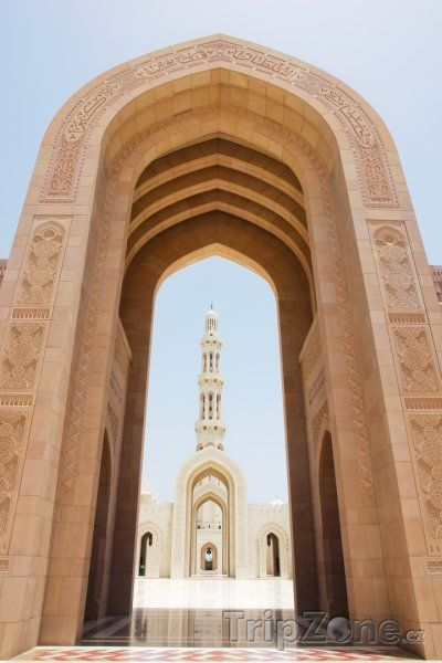 Vstup do mešity sultána Kábuse (Omán)