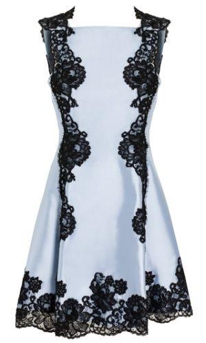 Vestido branco com detalhes em renda preta; da Martha Medeiros