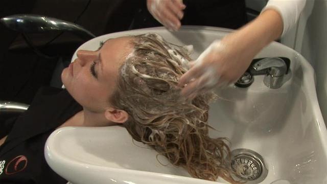 Come tutti i rimedi naturali, anche lo shampoo naturale va applicato con costanza per donare ai capelli un aspetto sano e lucente.