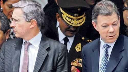 Nuevo choque entre Uribe y Santo por cifras sobre terrorismo. Un nuevo 'encontrón' se produjo entre el presidente Juan Manuel Santos y el expresidente Álvaro Uribe Vélez, en esta ocasión por las cifras sobre hechos terroristas en cada Gobierno.