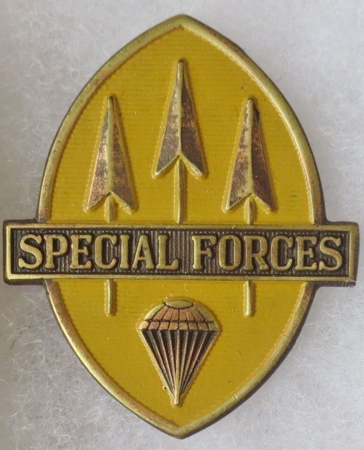 PHILIPPINE ARMY AIRBORNE SPECIAL FORCES QUALIFICATION BADGE PIN ORIGINAL Vintage