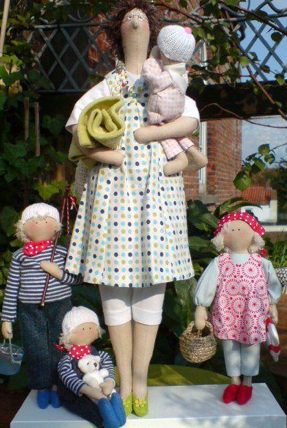 "tee.hee.hee. this is a cute ""family portrait"" of tilda dolls! LOVE it!...."