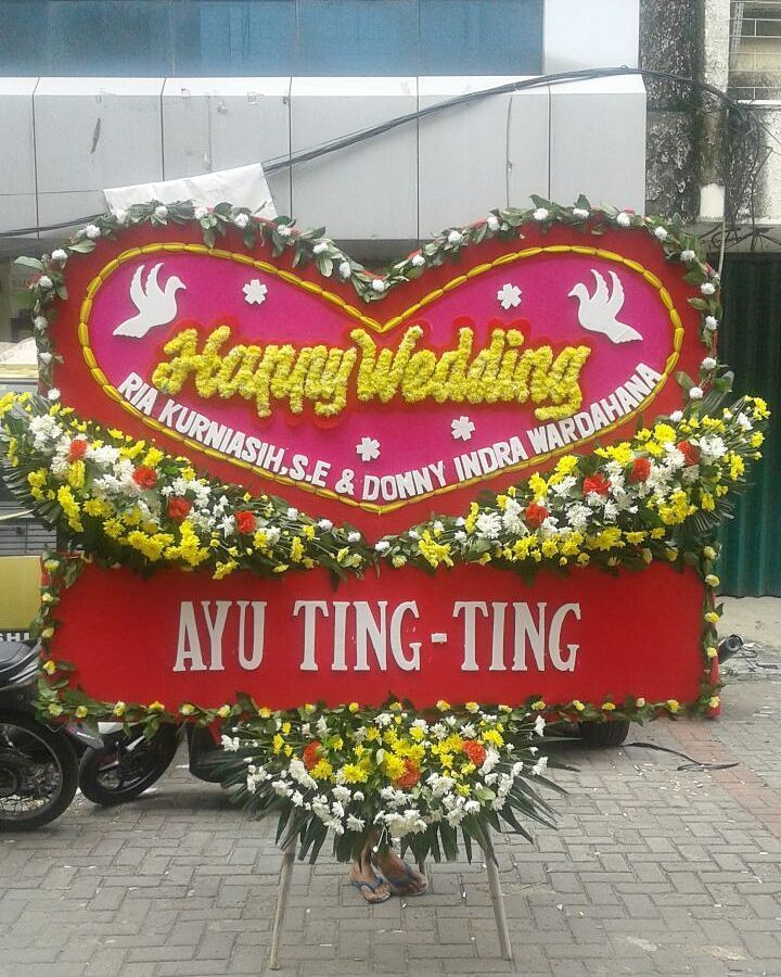 Thanks for @ayutingting92 Beautiful flowers at Nefertari Florist | Send Flowers Today Same Day Delivery Free shipping to all Indonesia . . . Fast response WA 6287883700830  #Nefertariflorist  #floristjakarta #floristbekasi #floristonline #floristsurabaya  #floristbandung #tokobungabekasi #tokobungajakarta #floristsolo #tokobungasolo #karanganbungapapan #bungapapan #floristsemarang #floristlampung #freshflowers #flowers #handbouquet #bouquet #bouquetwisuda #wedding #anniversary #birthday…