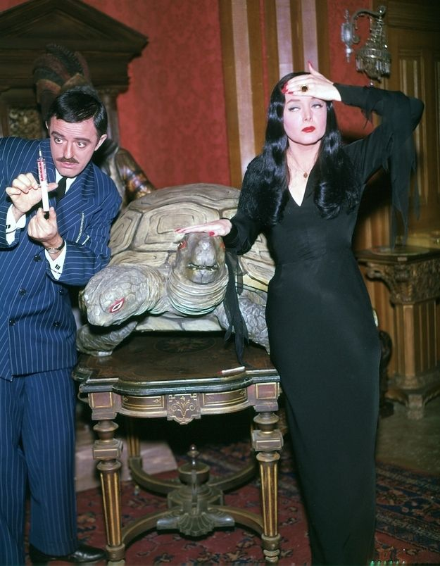 """These Color Photos Of The Original """"Addams Family"""" Cast Will Shatter Your Memories"""