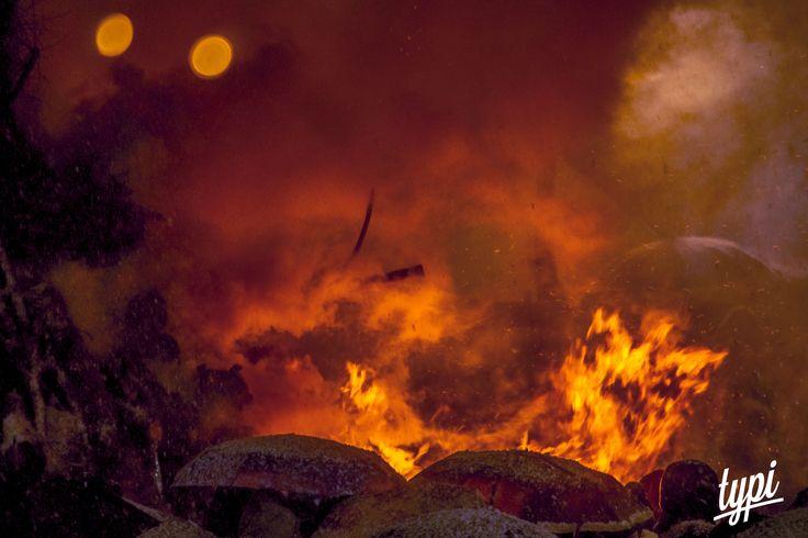 L'Evento che si infiamma tra i Monti #Typi è andato nel Comune di #Nusco, #Avellino, #Campania, dove #Folklore e #Tradizione hanno alimentato le Fiamme che hanno scaldato la Gelida Notte dell' Irpinia. Ecco alcune foto della Notte del Falò