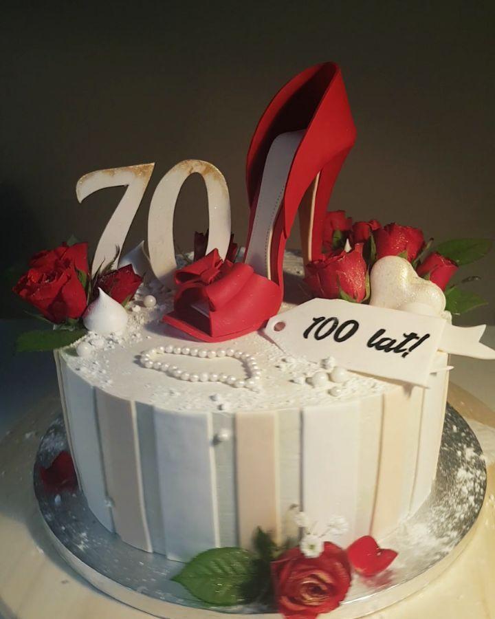 Tort Na 70 Urodziny Stylizowany Na Flower Box Z Czerwona Szpilka Z Masy Saracino Udekorowany Zywymi Kwiatami 70th Birthday Cake With A Re Desserts Cake Food