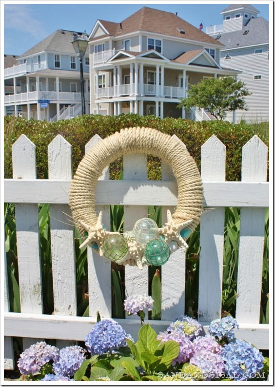 Nautical rope wreath with homemade glass fishing floats. Would be awesome in my bathroom