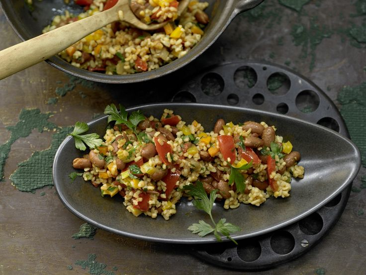 Bulgur-Gemüse-Pilaw mit Borlotto-Bohnen - smarter - Kalorien: 480 Kcal - Zeit: 45 Min.   eatsmarter.de  #vegan #veganer #bulgur #pilaw