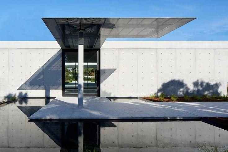 Oz House, Atherton, California by Stanley Saitowitz of Natoma Architects