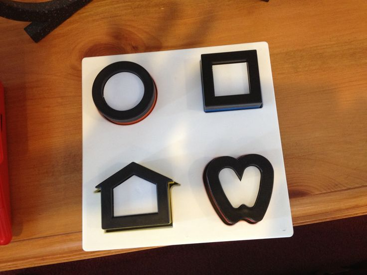 Dr. Lea Hyvärinen's puzzle uses the same symbols often used by pediatric ophthalmologists - reverses for color matching.