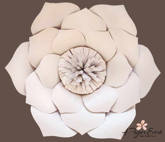 Papier bloem achtergrond voor bruiloften, evenementen, en alle gelegenheden. (Kies uw eigen kleuren)  Dit elegante papier bloemstuk zou maken een prachtige achtergrond voor uw volgende evenement. Elk blaadje is knippen, gebeeldhouwd en zorgvuldig samengesteld. Veel aandacht voor detail wordt aangetoond elke bloem en groen. Bloemen zullen iets afwijken van elkaar en op bestelling gemaakt. Het is een mooi kunstwerk…