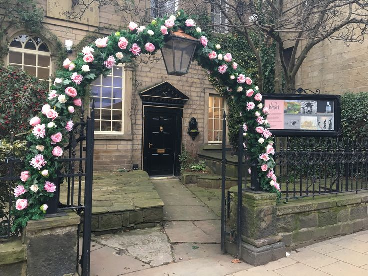 We have loved decorating our arch with flowers for our Spring Exhibition Flora & Fauna which runs until 30th April x