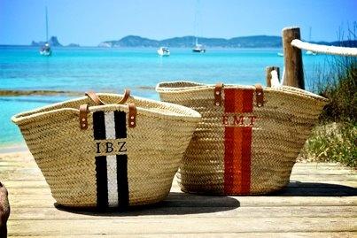 ¡Trendy en la playa! ¡PERSONALIZA tu capazo! >>> ¡Escoge una COMBINACION de COLORES y pon tus INICIALES! $58 email: onlyou@onlyou.es