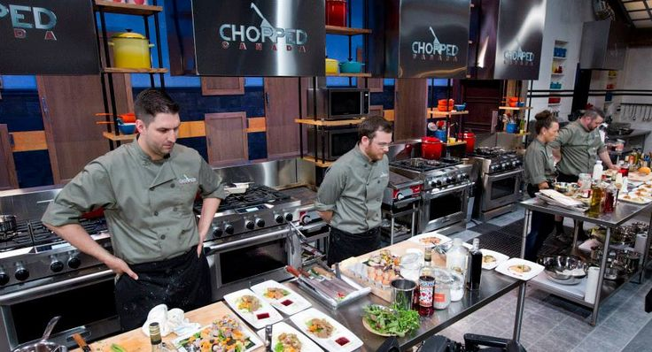 Our chefs take a moment to assess their appetizers at the end of the first round.