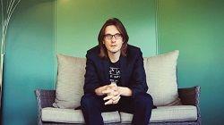 Британский прог-рок музыкант Стивен Уилсон (Steven Wilson(Porcupine Tree, Blackfield) сообщил о том, что принял участие в готовящейся к выпуску «чудесной, эмоциональной» видеоигре, основанной на его собственной музыке. При этом музыкант уточнил, что сам в видеоигры не играет. Гла�