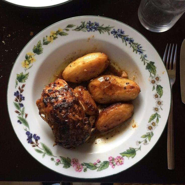 Κοτόπουλο με πατάτες και μπύρα στο φούρνο με τη συνταγή της Αργυρώς Μπαρμπαρήγου. Ένα λαχταριστό και τέλειο πιάτο το καλύτερο ψητό κοτόπουλο που έκανα ποτέ!