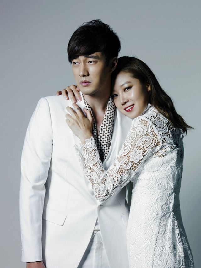 """SO JI SUB & GONG HYO JIN HUG IT OUT DURING THEIR OTP POSTER SHOOT FOR """"MASTER'S SUN"""""""