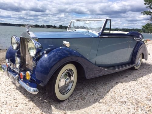 Stunning 1947 Rolls-Royce Silver Wraith Hooper DHC: 1 Of Only 2 Ever Produced. Chassis No: WCB6 Price: $189,500  #gullwingmotorcars #classiccars #buy&sellclassiccars #VintageCarBuyer #ClassicCar  #antiqueCarBuyer #1947Rolls-RoyceSilverWraithHooperDHC #SilverWraithHooperDHC #1947Rolls-Royce #Rolls-Royce