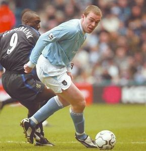 Man City 0 Chelsea 1 in Feb 2004 at the C of M Stadium. Richard Dunne shields the ball from Jimmy Floyd Hasselbaink #Prem