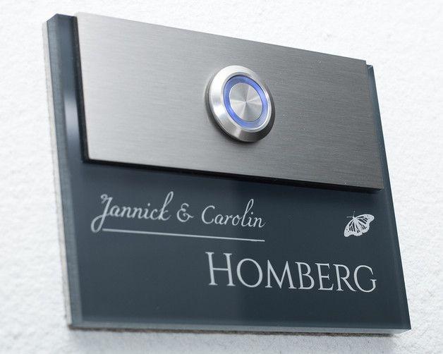 """**Edelstahl-Klingel mit Wunsch-Gravur / selbst gestaltbar! """"Modell Homberg-Aa""""** Die Haustürklingel / Klingel mit integriertem Edelstahl Klingelknopf und einer personalisierten Lasergravur ist..."""