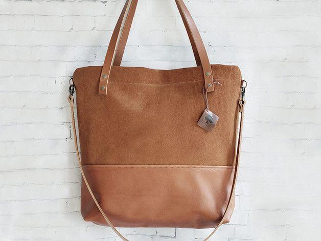 """Unsere Tasche """"Manoo"""" ist aus hochwertigem Echtleder gefertigt und weist folgende Merkmale auf:   •Kombination aus Nubuk & Glattleder •Großer Reißverschluss zum schließen des Hauptfaches •1..."""