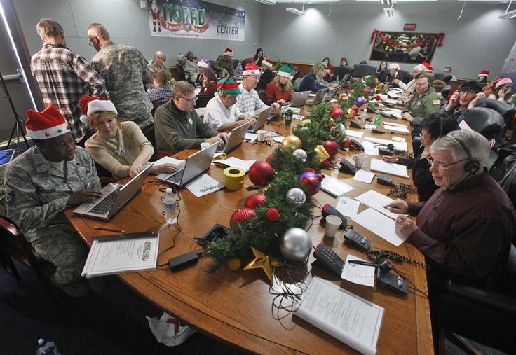 Inside NORAD's command center as Santa trackers follow Santa's progress - PhotoBlog