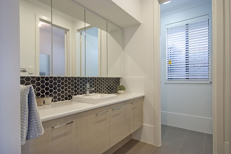 ensuite A rossdale homes display home design, a South Australian new home builder.