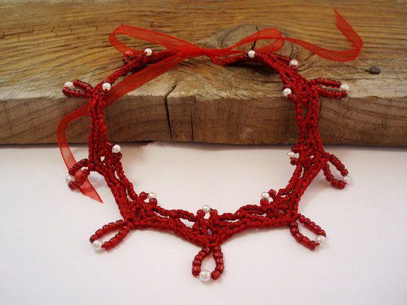 Pizzo rosso girocollo collana collana di perle rosso vestito