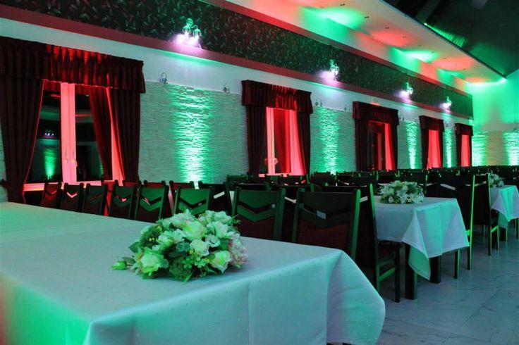 Sala weselna Pawie Oczko Tylice/Nowe Miasto Lubawskie Dekoracje światłem #weddingplanner #decoration #light #green pawieoczko.eu/
