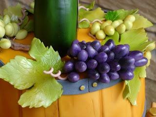 Süße Versuchung: Weinfass mit fränkischem Bocksbeutel