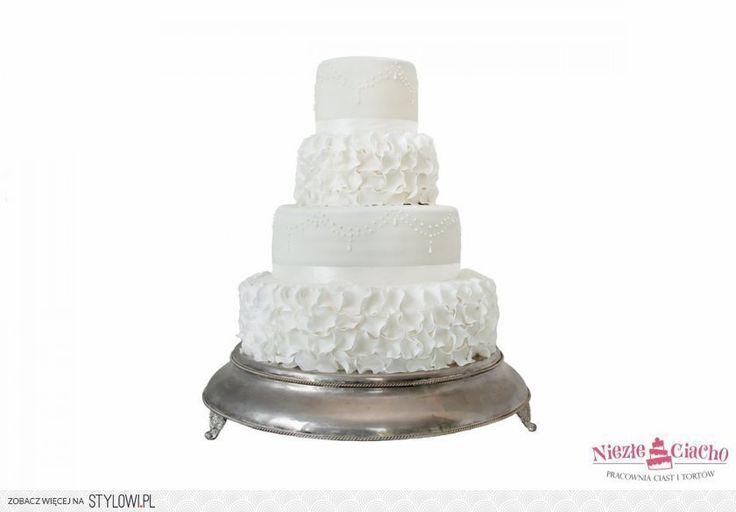 Biały tort piętrowy z falbankami, falbanki na torcie, biały tort weselny, wesele, styl angielski, Tarnów