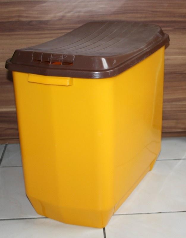 Vintage Curver wasbox met deksel in oranjegeel / bruin