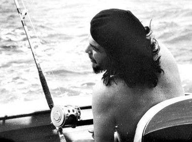 Alberto Korda, Che Guevara fishing off the coast of Havana, 15 May 1960.  Source: Museo Che Guevara