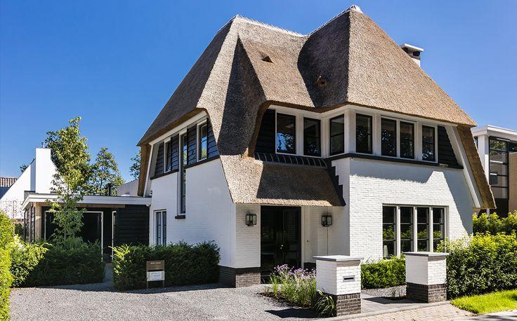 Onze huisarchitect heeft alle wensen en eisen weten te bundelen. Dit heeft een zeer fraaie, klassieke stadsvilla te Hooglanderveen opgeleverd.