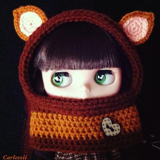 Carleesi - crocheted hoodie with ears for Blythe doll