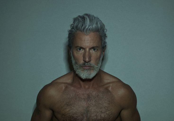 Nudez e hedonismo nas fotografias conceituais de Mustafa Sabbagh – BLCKDMNDS