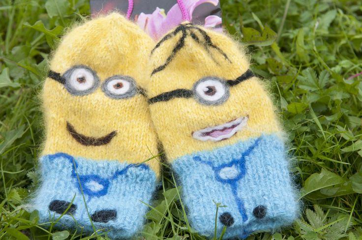 Носки миньоны из ангоры.  Minion socks made of angora