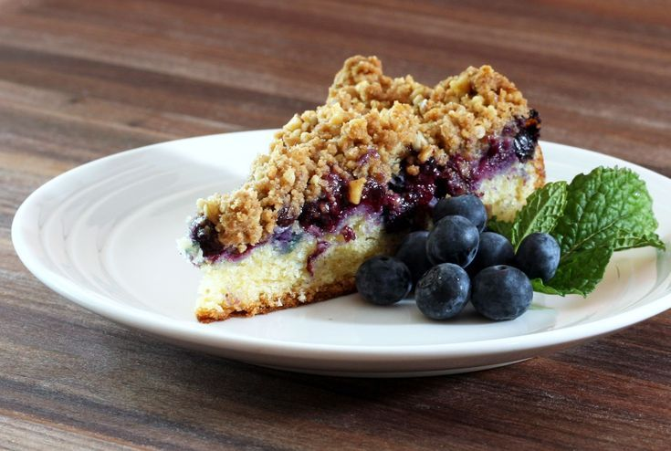 Scrumptious Blueberry Crumb Cake with Sour Cream