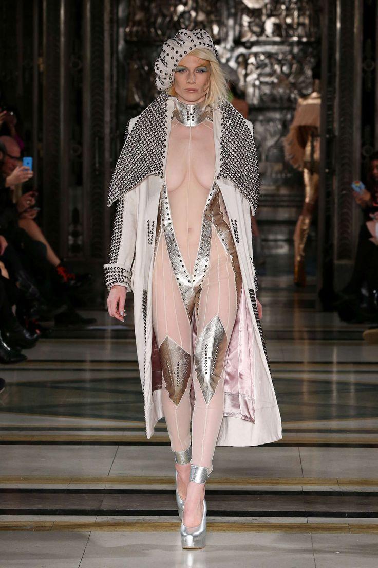 Pam Hogg Spring-Summer 2016, Womenswear - Catwalks (#22846)