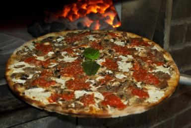 800 Degrees at Monte Carlo Resort is possibly the best deal in Las Vegas. Quality pizza for a low price that will stun you with both its affordability and its price tag.