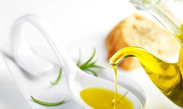 Non fa ingrassare, non appesantisce la digestione, non alza il colesterolo. Anzi, l'olio extravergine di oliva può essere considerato un elisir di lunga vita.