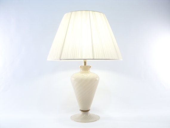 Special table lamp with striped Murano glass base of the prestigious company Gabbiani in Venice. €1610,00