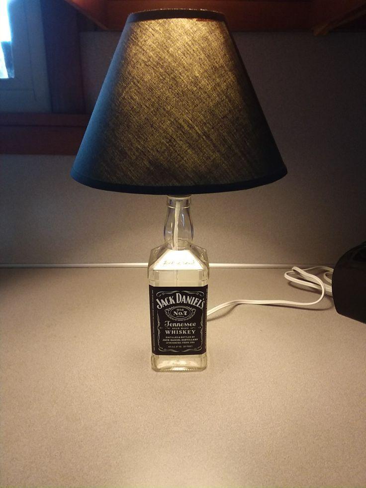 25 einzigartige jack daniels lampe ideen auf pinterest jack daniels bottle bottle lamps und. Black Bedroom Furniture Sets. Home Design Ideas