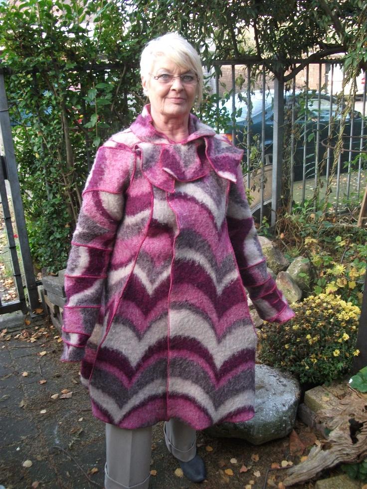 Rhea maakt van oude dekens een nieuwe jas.Op maat gemaakt van af 100 euro,ook hoofdbanden, kinder en volwassen capjes.Contakt opnemen met Rhea via www.rheasveda.com