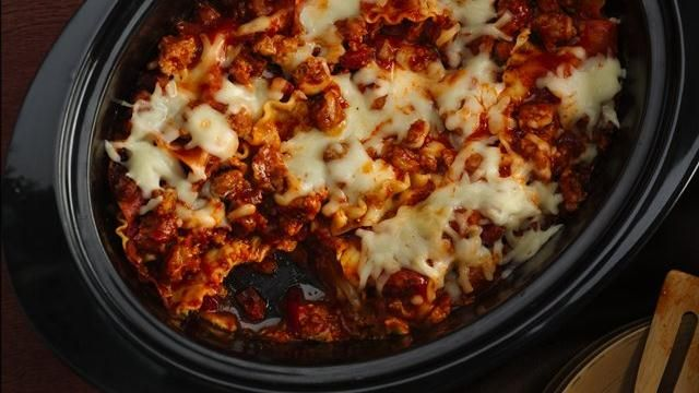 Slow Cooker Lasagna Recipe -- I didn't have Alfredo sauce on hand, but it still turned out pretty good!