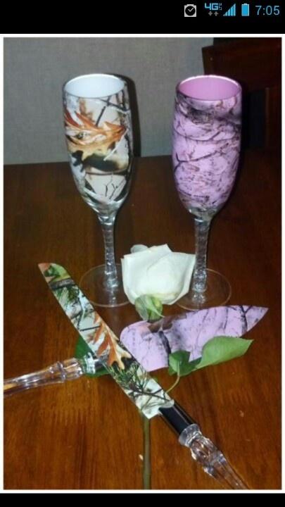 His and hers camo wedding set :)@Dawn Cameron-Hollyer Cameron-Hollyer Cameron-Hollyer